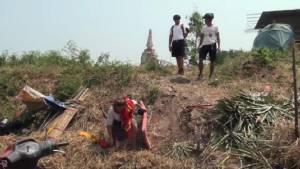 ช้างชนช้าง ทำนักท่องเที่ยวตกลงมาบาดเจ็บ 2 ราย ควาญช้างอีกราย