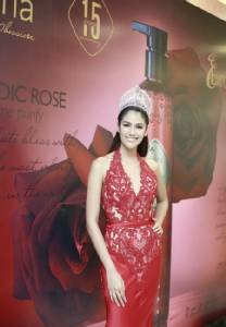 """ดีวานา ฉลอง 15 ปี พร้อมเปิดตัว """"รายา เวดิค โรส"""" ดึง """"4 นางงาม"""" เป็นผู้แทนราชินีแห่งดอกไม้"""