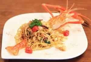 """อิ่มอร่อยอาหารไทยฟิวชั่นใจกลางเมืองที่ """"Green House Restaurant"""""""