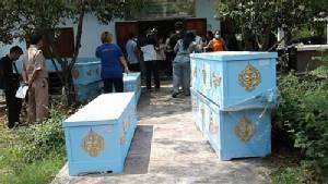 ญาติผู้เสียชีวิตจากรถบัสนักเรียนตกเขาเดินทางมาขอรับศพ