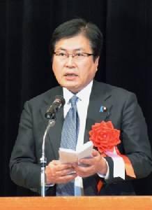 Japan 'piggyback' official steps down