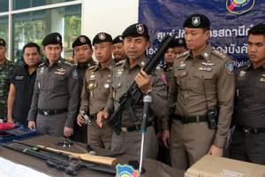 """""""ผู้การโจ๊ก"""" นำกำลังจู่โจมค้น 25 จุด ใน จ.ชลบุรี ตามแผนทวงปืนจากรังโจร"""