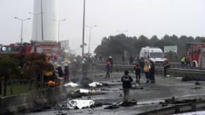 ระทึก!!เฮลิคอปเตอร์ชนหอส่งสัญญาณโทรทัศน์ร่วงกระแทกพื้นแหลกเป็นชิ้นๆในตุรกี ตายสยอง7ศพ(ชมคลิป)
