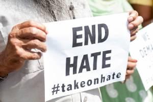 """ผลวิจัยชี้กระแสเลือกตั้งทำ """"อาชญากรรมความเกลียดชัง"""" ในสหรัฐฯ พุ่งกว่า 20% ในปี 2016"""