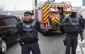 """ปารีสเผยคนร้ายบุกสนามบินเป็นมุสลิม หวังสังหารหมู่อุทิศตนเพื่อ""""อัลเลาะห์"""""""