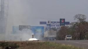 ใช้รถดับเพลิง5คัน! ไฟไหม้หญ้าข้างทางหนองคาย-อุดรฯใกล้ปั้มน้ำมัน