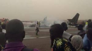 เครื่องบินโดยสารลงจอดกระแทกพื้นไฟไหม้ทั้งลำในซูดานใต้ บาดเจ็บหลายสิบคน