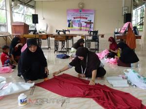 อบต.ฉลุงปั้นช่างตัดเย็บเสื้อผ้าแฟชั่นมุสลิมรองรับตลาดชายแดนใต้
