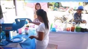 สาธุ สาวเชียงใหม่ทำน้ำแข็งไสใจบุญวันพระขาย 9 บาท-คนท้อง พิการยากไร้ฟรี(ชมคลิป)