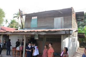 สุรินทร์-ศรีสะเกษเร่งระดมช่วย ปชช.เหยื่อพายุฤดูร้อนถล่ม บ้านพังกว่า 1,200 หลัง