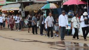 พุทธศาสนิกชนยังแห่ขึ้นนมัสการรอยพระพุทธบาทพลวง ช่วง 4 วันสุดท้าย