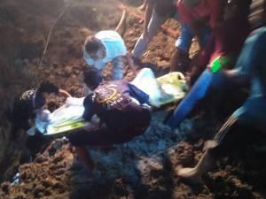 หนุ่มสตูลวัย 17 ดวงกุดถูกบ่อดินพังถล่มทับดับ ใช้เวลาค้นหาร่างนานกว่า 4 ชม.