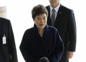 """อัยการเกาหลีใต้ขอศาลออกหมายจับอดีต ปธน. """"พัค กึน-ฮเย"""" ในคดีคอร์รัปชัน"""