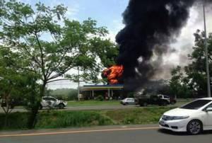 ระทึก! เพลิงเผาปั๊มน้ำมันซัสโก้ ปักธงชัย โคราช เผาวอดรถบรรทุกน้ำมัน 1.4 หมื่นลิตร