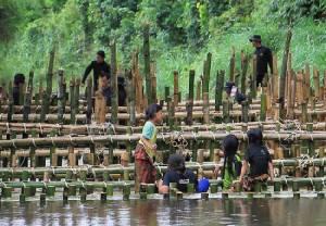 ทหารพราน 47 ระดมกำลังสร้างฝายกั้นน้ำ แก้ปัญหาภัยแล้งให้แก่ชาวบ้านบายอ จ.ยะลา