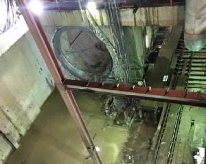 ค่าก่อสร้างสีน้ำเงินโป่งเกือบพันล้าน เหตุน้ำผุดใต้ดินท่วมรางสถานีวังบูรพา
