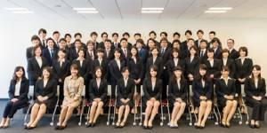"""รอยยิ้มและความหวังในพิธี """"รับน้อง"""" พนักงานใหม่ในญี่ปุ่น (ชมคลิป)"""