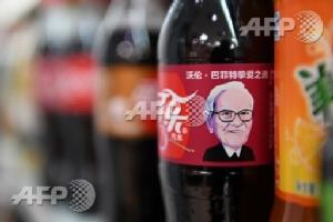 Billionaire Warren Buffet becomes face of Coke in China