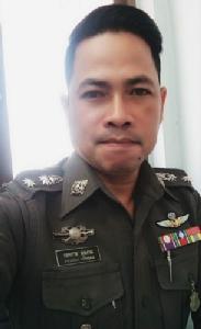 """โพสต์ต้านห้ามนั่งท้ายกระบะ ถูกใจคนไทย ไม่ถูกใจนาย  ชีวิตจริง ของ """"สารวัตรเอก"""" ห้ามคิด-ห้ามวิจารณ์"""