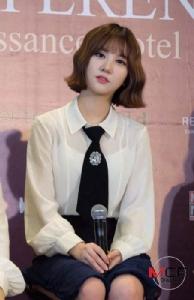 """6 สาว """"GFRIEND"""" เตรียมจัดเต็มแฟนมีทติงก่อนขึ้นร้องเพลงใส่ชุดฮันบกโชว์วิถีเกาหลี"""