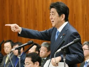 """นายกฯ อาเบะเตือนเกาหลีเหนือยิงขีปนาวุธบรรจุ """"ก๊าซซารีน"""" มาถึงญี่ปุ่นได้แล้ว"""