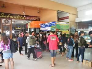 แน่น บขส.มุกดาหารทั้งชาวไทยชาวลาวแห่กลับทำงาน ขณะที่บุรีรัมย์เสริมรถ 40 เที่ยว/วัน(ชมคลิป)
