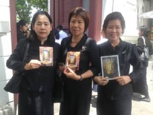 ปชช.เดินทางมาร่วมกราบพระบรมศพ ร.๙ ต่อเนื่องเป็นวันที่ 168