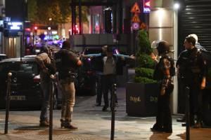 ฝรั่งเศสรู้ตัวมือยิงตร.ปารีสดับ 1 ศพเป็นชายวัย 39 ปี-มีประวัติก่อคดีทำร้ายตำรวจมาแล้ว