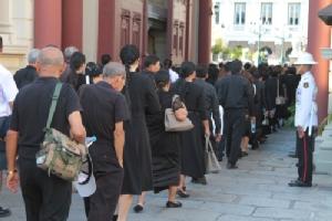 พสกนิกรทั่วสารทิศเดินทางมาร่วมสักการะพระบรมศพ ร.๙ ด้วยสำนึกในพระมหากรุณาธิคุณ