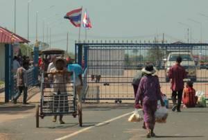 """ตลาด """"ช่องสายตะกู"""" เริ่มคึกคัก แต่บ่อนเขมรยังวังเวง! เหตุไทยคงกฎเหล็กห้ามต่างถิ่นข้ามแดน"""