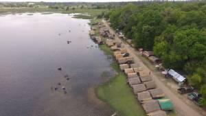 ร้อนทะลุ 40 องศาฯ ชาวมหาสารคามแห่เล่นน้ำคลายร้อนที่อ่างเก็บน้ำโคกก่อ