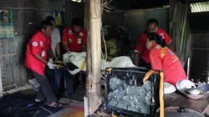 สลด..ชายวัย 40 ปีถูกไฟคลอกเสียชีวิต หลังฟ้าผ่าสายไฟภายในบ้านจนเพลิงไหม้