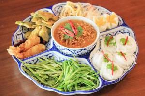 """นั่งกินข้าวที่ """"บ้านย่า"""" อิ่มนานาอาหารไทยโบราณ"""