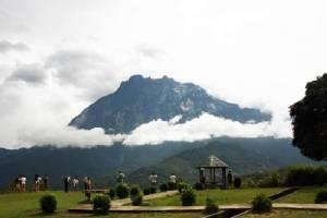 """""""มาดามมอนทัวร์"""" เหินฟ้าไปแตะขอบฟ้าชมยอดเขาคินาบาลูอันเลื่องชื่อ บนเกาะบอร์เนียว"""