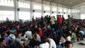 จับแรงงานเขมรกว่า 500 คน กลางสวนลำไยสระแก้ว สารภาพจ่ายหัวละ 2,500 บาท ลอบเข้าไทย