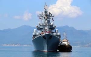 """รัสเซียส่งเรือลาดตระเวนยักษ์ """"วาร์ยัก"""" เยือนอ่าวกามแรงเวียดนาม"""