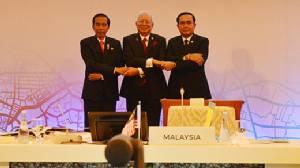 """""""นายกฯ"""" ร่วมประชุมแผนงานการพัฒนาเขตเศรษฐกิจสามฝ่าย """"อินโดฯ-มาเลเซีย-ไทย"""""""