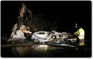 """InPics : พายุทอร์นาโด 3 ลูกใหญ่เข้าพร้อมกันในตะวันออกของเทกซัส เจ็บหลายสิบ ดับอีก 5 """"โอกลาโฮมา-มิสซูรี"""" ประกาศภาวะฉุกเฉิน!"""