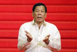 """ทรัมป์ไม่แคร์ """"สงครามยาเสพติด"""" นองเลือดในฟิลิปปินส์ ชื่นชมผลงาน ปธน.ดูเตอร์เต"""