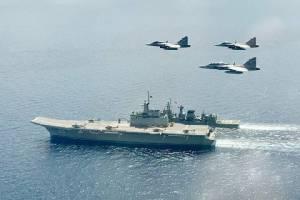 """เพื่อนบ้านจับตา ฮ.โจมตีบนเรือจักรีนฤเบศร-เรือฟริเกตขนาบข้าง... """"ผู้พิทักษ์อ่าวไทย""""  วีรภาพใหม่ในยุคเรือดำน้ำ"""