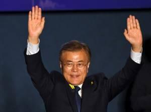 """""""มุน แจ-อิน"""" นักเคลื่อนไหว-ทนายความหัวเสรีผู้ก้าวสู่บัลลังก์ """"ปธน.เกาหลีใต้"""""""