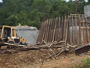 ระทึก! 4 คนงานลงซ่อมถังประปาหมู่บ้านใน จ.พัทลุง ขาดอากาศหายใจดับ 3 ร่อแร่ 1