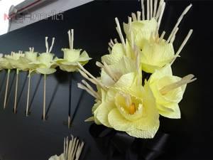 กลุ่มผู้สูงอายุสตูลร่วมโครงการฝึกสอนการประดิษฐ์ดอกไม้จันทน์สร้างอาชีพเสริม