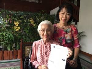 ไม่มีใครแก่เกินเรียน..คุณยายวัย 84 เรียน ม.ราชภัฏเชียงใหม่ จบเป็นว่าที่บัณฑิตแล้ว