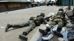 """ทหารปินส์ยังปะทะเดือดกลุ่มหนุน """"ไอเอส"""" พลเรือนสังเวยแล้ว 9 ศพ"""