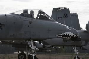 """A-10 """"หมูป่าเขี้ยวตัน"""" ฆ่าไม่ตายบินได้อีกนาน ทอ.สหรัฐยืดอายุประจำการหลังใช้งานมา 40 ปี"""