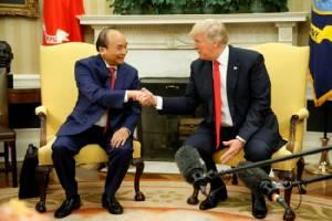 """ภาพชุดใหญ่  -- นายกฯ เวียดนามเยือนทำเนียบขาว """"ทรัมป์"""" ชมเปาะเซ็น $15,000 ล้าน สร้างงานสหรัฐฯ"""