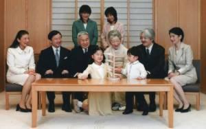 """รัฐสภาญี่ปุ่นผ่านกฎหมายไฟเขียว """"พระจักรพรรดิ"""" สละราชสมบัติ"""