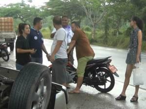 สาวตรังขับกระบะพลิกคว่ำรถพัง เคราะห์ดีเจ้าตัวไม่ได้รับบาดเจ็บแม้แต่น้อย