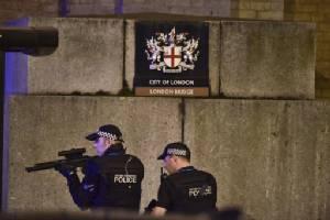 อีกแล้ว! รถตู้แวนไล่ชนคนเดินทางบนสะพานลอนดอน พร้อมเหตุร้ายอีก 2 จุดอาจโยงก่อการร้าย